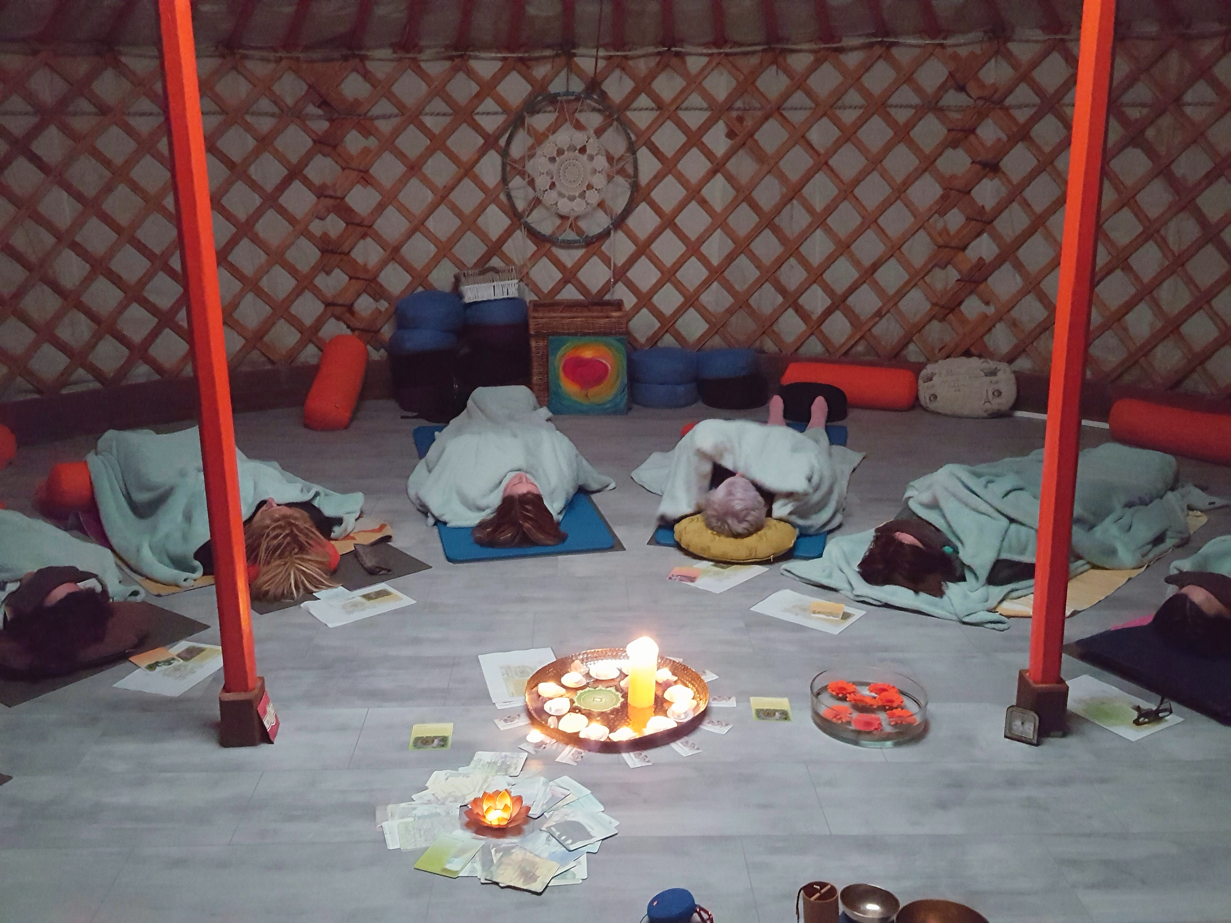 Deugden yoga in de yurt!